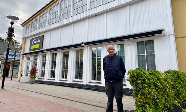 Denna bild har ett alt-attribut som är tomt. Dess filnamn är Åke-Lundberg-framför-robotverkstaden-där-han-jobbade-2-kopia.jpg
